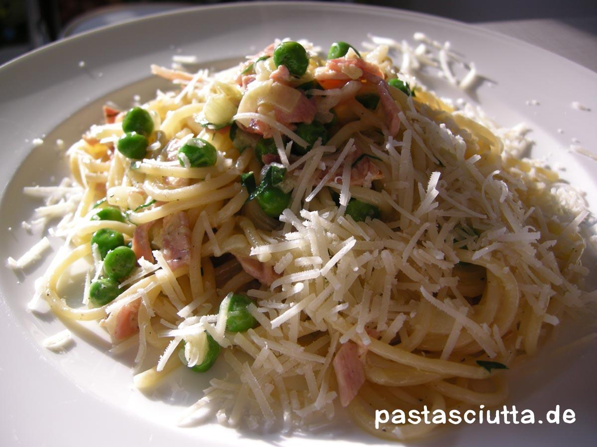 pastasciutta pasta 40 spaghetti mit schinken und erbsen. Black Bedroom Furniture Sets. Home Design Ideas