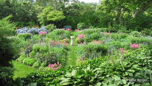 Jardin d 39 histoire les massifs de fleurs for Jardin anglais mixed border