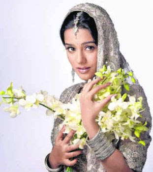 Mobikama Wallpapers http://bollywoodstarsindia.blogspot.com/2011/04/images-of-amrita-rao-amrita-rao-married.html