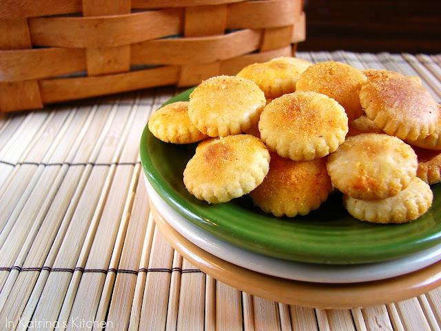 Nacho Seasoned Crackers from @KatrinasKitchen