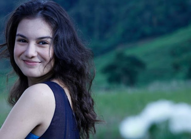 Foto Irish Bella Pemeran Binar Bening Berlian