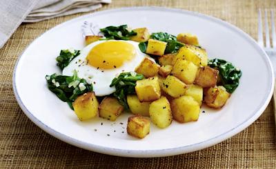 la dieta di patate fritte: patate fritte con uovo fritto e spinaci-perdere 4 chi in una settimana