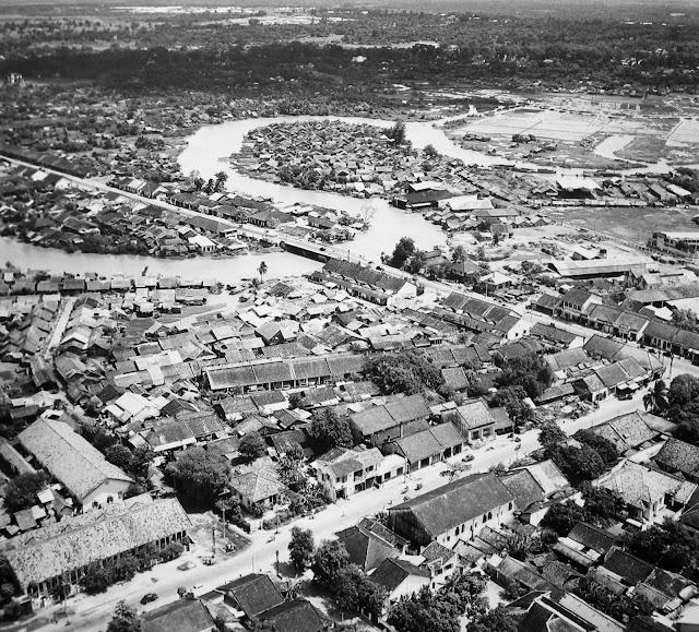 http://3.bp.blogspot.com/-rhC6joi_aT8/T2ij8GCTA1I/AAAAAAAA80g/ApOj-uKSd8M/s1600/Saigon+Aerial+View,+1955+(12).jpg