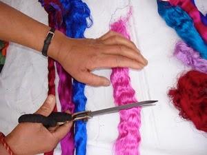 Op maat knippen van zijde vezels - hand spinnen
