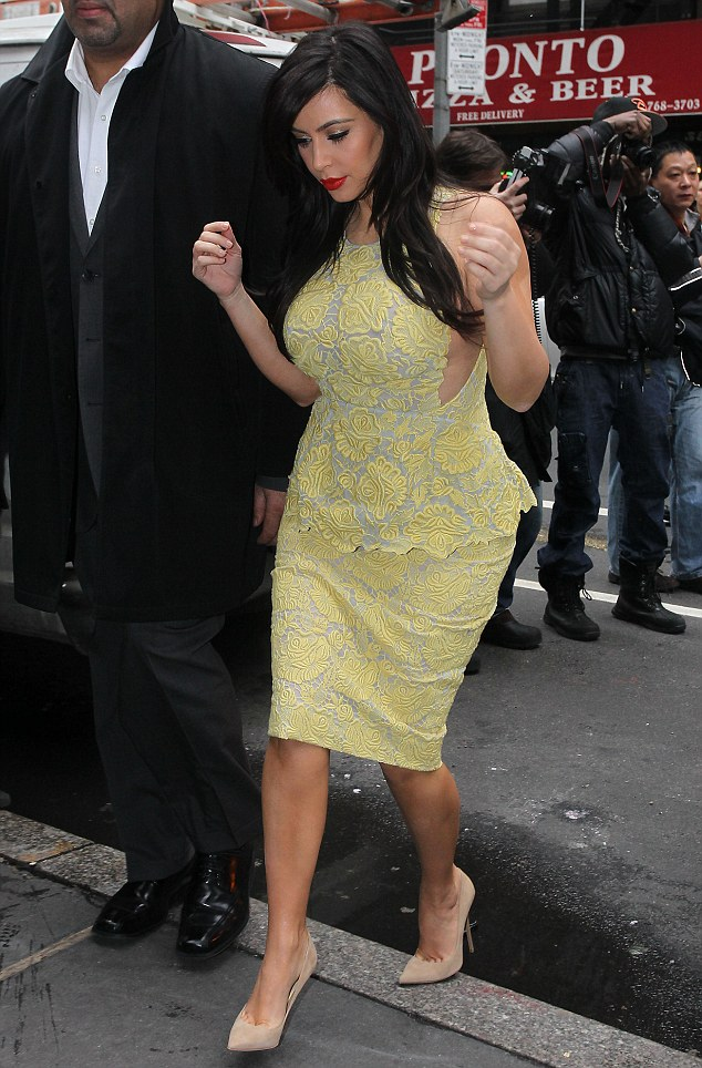 kim kardashian pregnant hot pic party dress