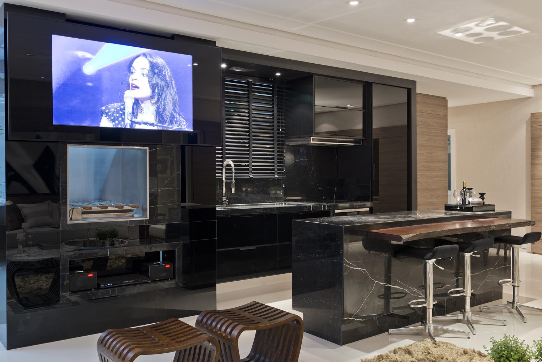 Cozinha preta integrada às salas de estar e jantar – maravilhosa  #122BB9 1500 1001