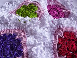 Modell 13: Tischdecke mit Blüten