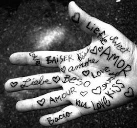 """""""...Cada vez que você estende a mão e toca um coração, o mundo se transforma."""""""