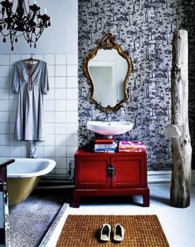 Lamparas Para Los Baños:Con el uso de toallas o la cortina de baño con diseños y