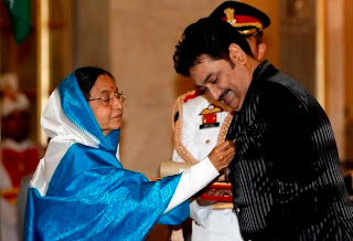 Kumar Sanu Receiving Padma Shree Award From President Of India, Pratibha Patil