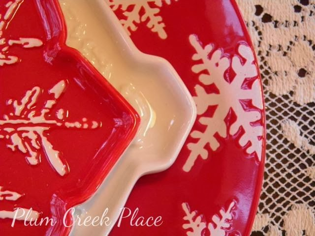 red and white snowflake plates, Christmas tablescape