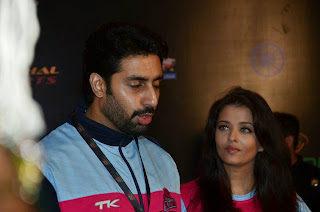 Abhishek and Aishwarya Pictures at Pro Kabbadi Event 0017