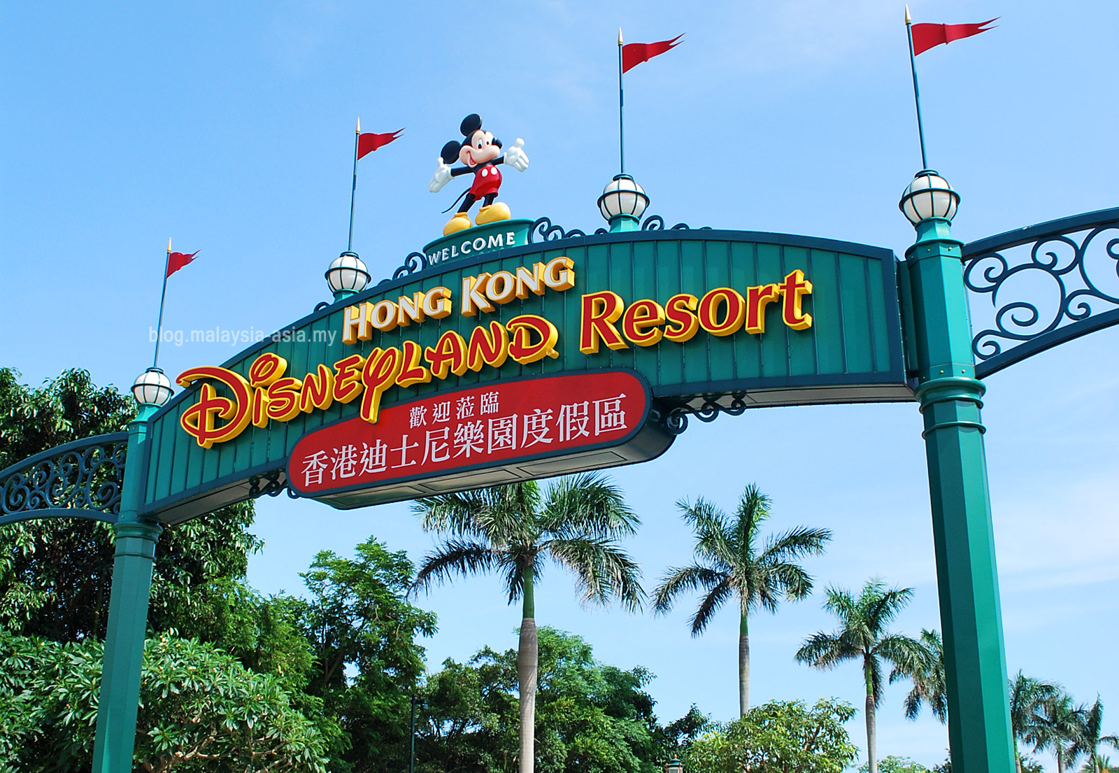 hongkong disneyland Hong kong disneyland is tiny in comparison with its older cousins, the selection of rides and attractions is limited (although growing) and prices as expected are.