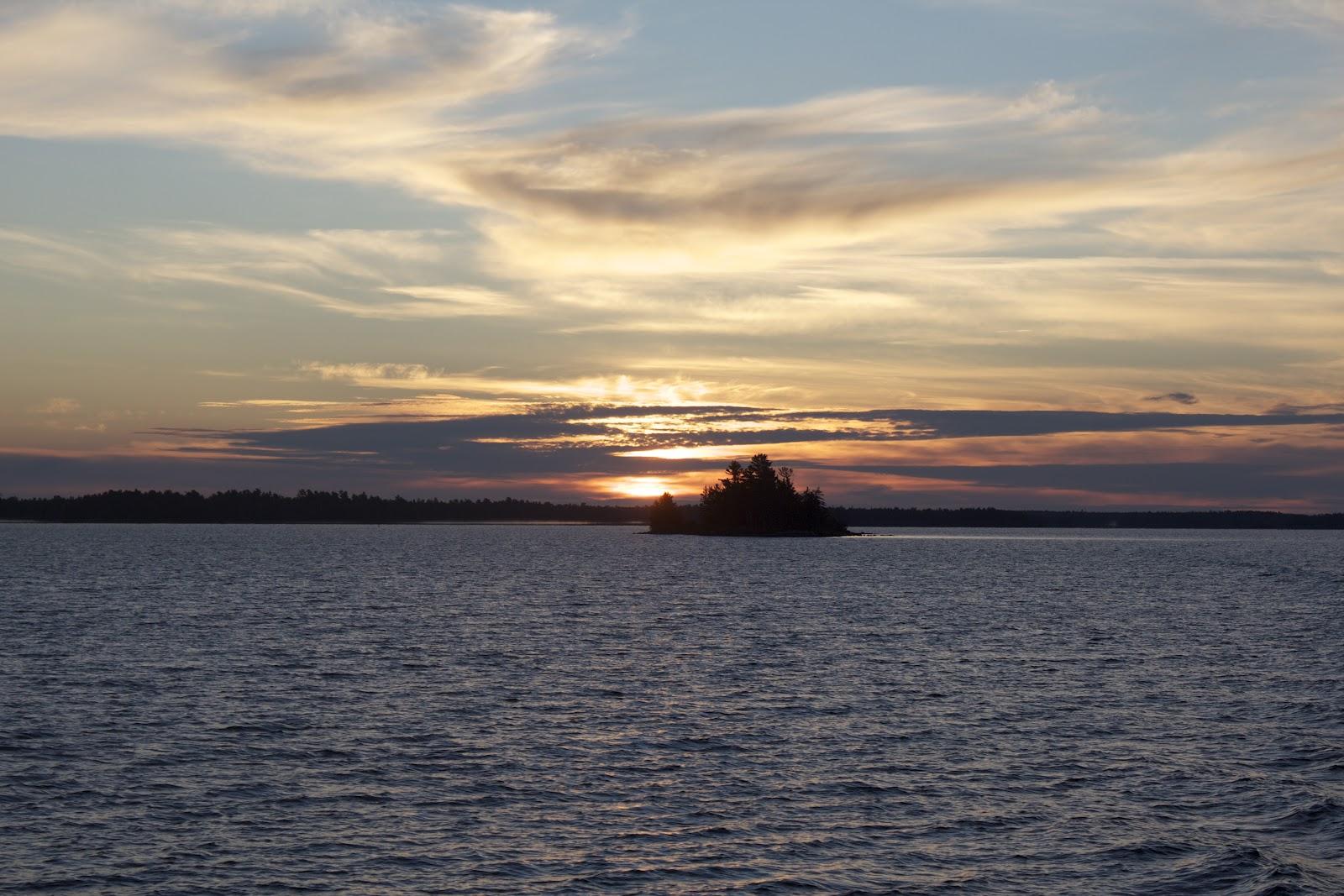 Rainy lake houseboats fishing report carl heltne retires for Rainy lake fishing