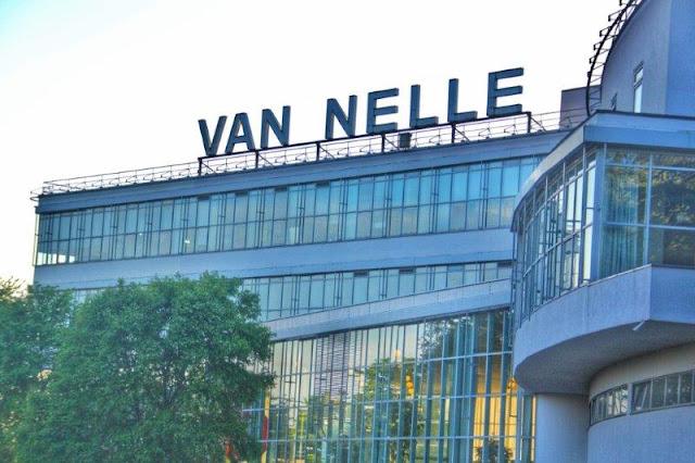 Fachada y letrero de la Fabrica Van Nelle fabriek en Rotterdam