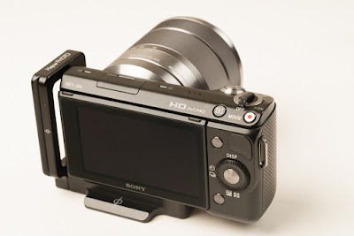 Hejnar PHOTO SN-5N Mod L Bracket on SONY NEX-5N back view