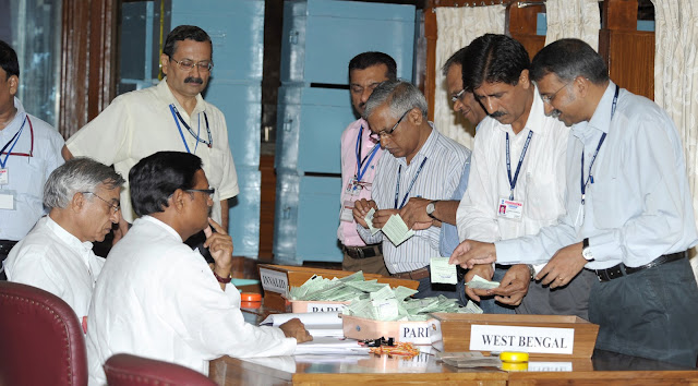 Sh. Satya Pal Jain, Counting Agent of Sh. P A Sangma, and Sh. Pawan Bansal, Counting Agent of Sh. Pranab Mukherjee, during the counting of votes for the Presidential Election at Parliament House, New Delhi.