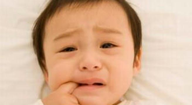 Nên làm gì với những cơn khóc của bé