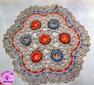 Tapete em crochê com flores e gráfico