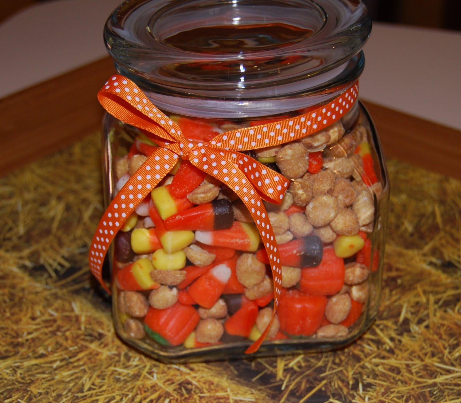 http://3.bp.blogspot.com/-rje48iSsL2A/Tmg_daWC1uI/AAAAAAAAAbc/aNOAjQZzjtY/s1600/candy-corn.jpg
