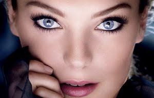 Plum Mascara For Blue Eyes image