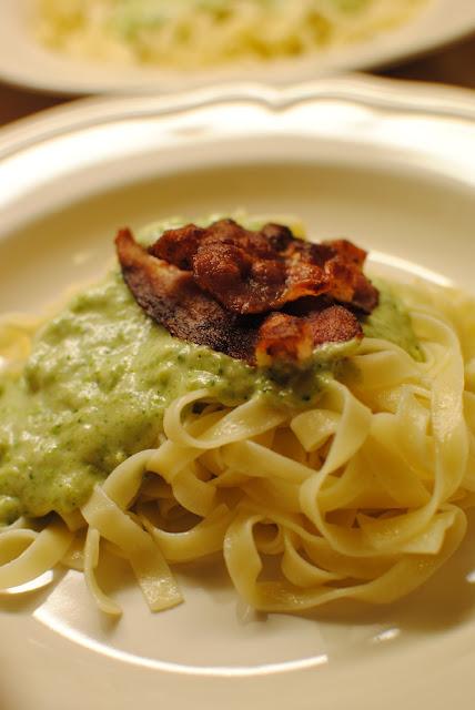 broccoli, broccolisås, pastasås, tagliatelle, recept, bacon, baconsås, vardagsmat, barndom, blogg