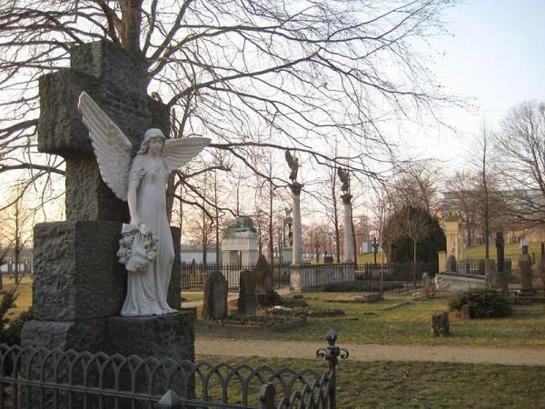Invalidenfriedhof Cemetery at Scharnhorststraße 33