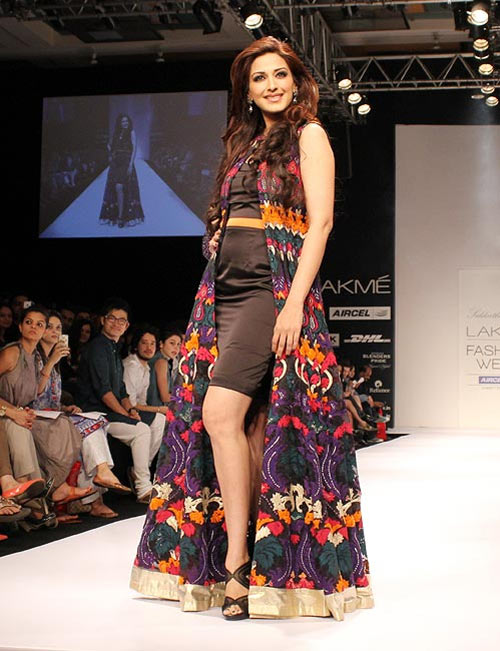 Sonali Bendre for Siddharth Tytler1 -  Bollywood celebs at Lakme Fashion Week 2012
