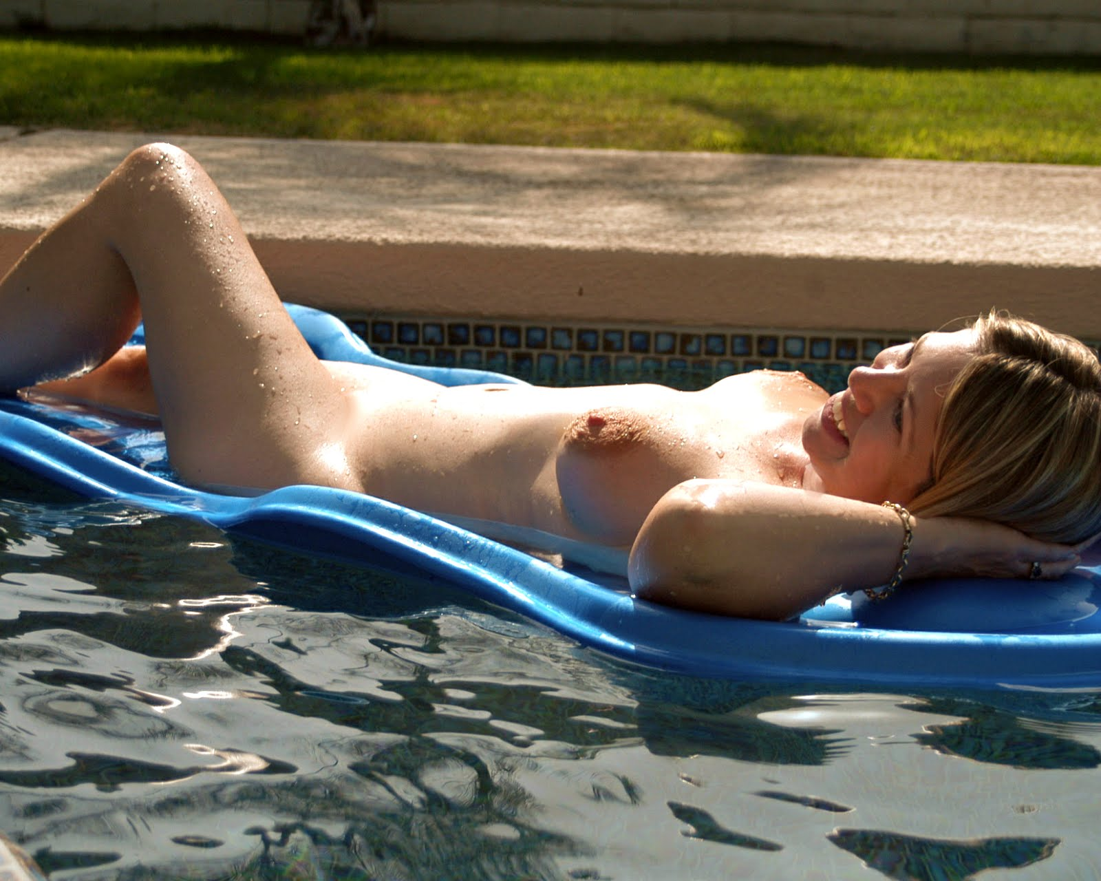 Skinny Young Teen Girls Sunbathing Candid
