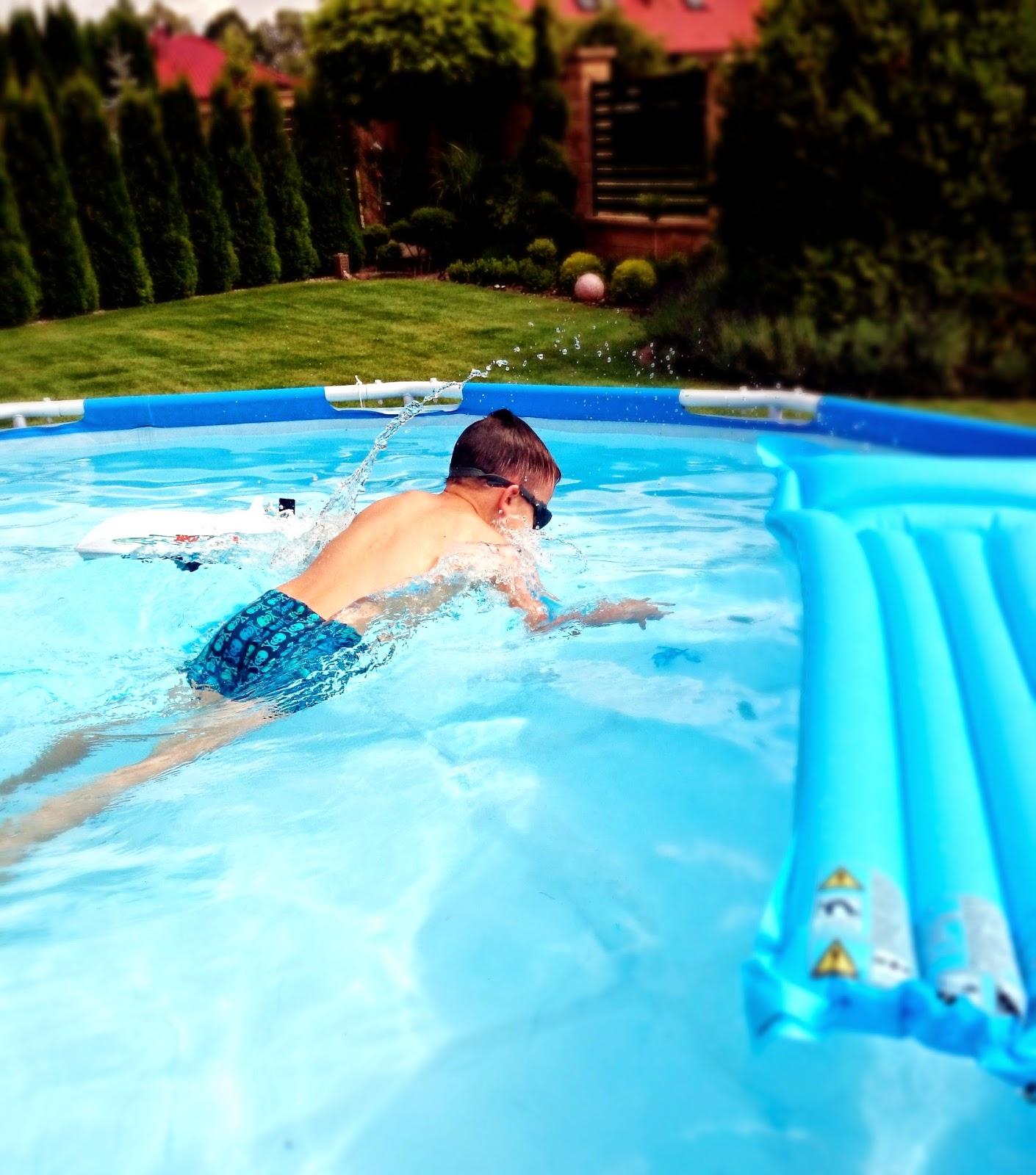 basen,skoki do basenu,basen do ogrodu,jaki basen dla dzieci,materac do basenu,dzieci i zabawy w basenie,szczecin basen,basen w Szczecinie,basen stelażowy,wnętrze i ogród,w domu