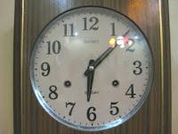 (Jam). Kehidupan sehari-hari kita penuh dengan kedatangan, kepergian, dan kesibukan kita, semuanya dibuat berdasarkan jadwal yang kadang tepat kadang lelet, tentunya kehidupan kita dan hari-hari kita direncanakan dan ditentukan oleh waktu pada jam.