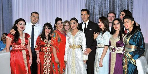 إحتفلت أسرة نوال المتوكل البطلة الألمبية بخطوبة إبنتها زينب بخطيبها كمال بحضور أناقة القفطان المغربي