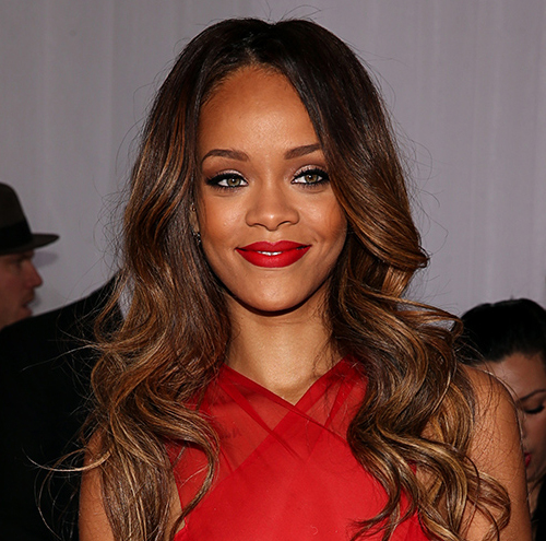 Rihanna peinado grammy