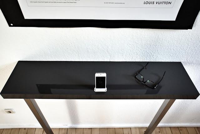 iPhone 4 wall mount dock