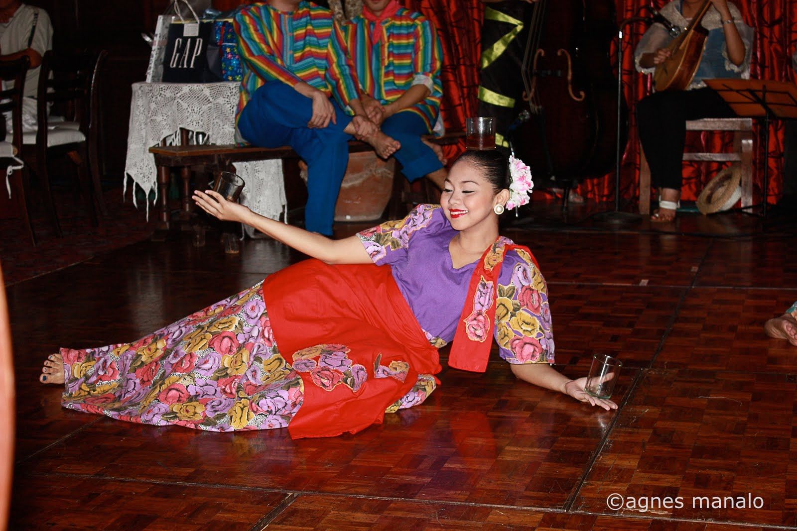 Filipino Traditional Dance http://mayniladailyphoto.blogspot.com/2011_08_01_archive.html