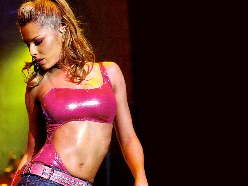 http://3.bp.blogspot.com/-rl4MpnNVE0w/T_ZYoD0NxQI/AAAAAAAADlQ/xE0njILlmZY/s1600/Cheryl+Cole+style+on+stage.jpg