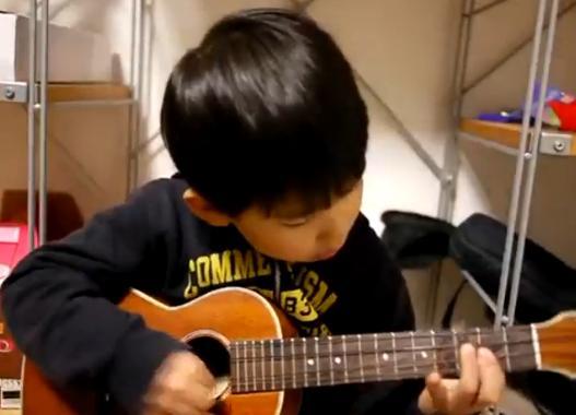 niño cantante