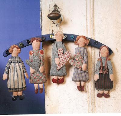 bonequinhas de pano no cabide com PAP (DIY) e molde