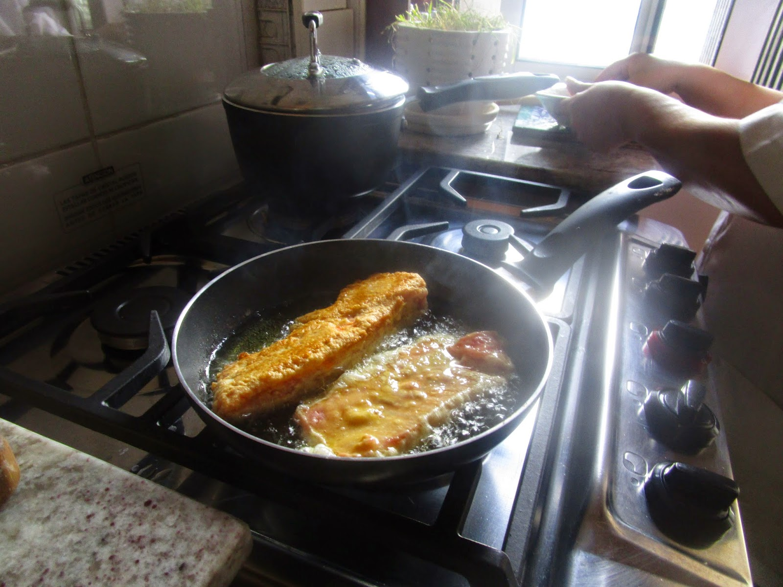 Medieval spanish chef friedura with 13th century recipe for Frying fish in olive oil