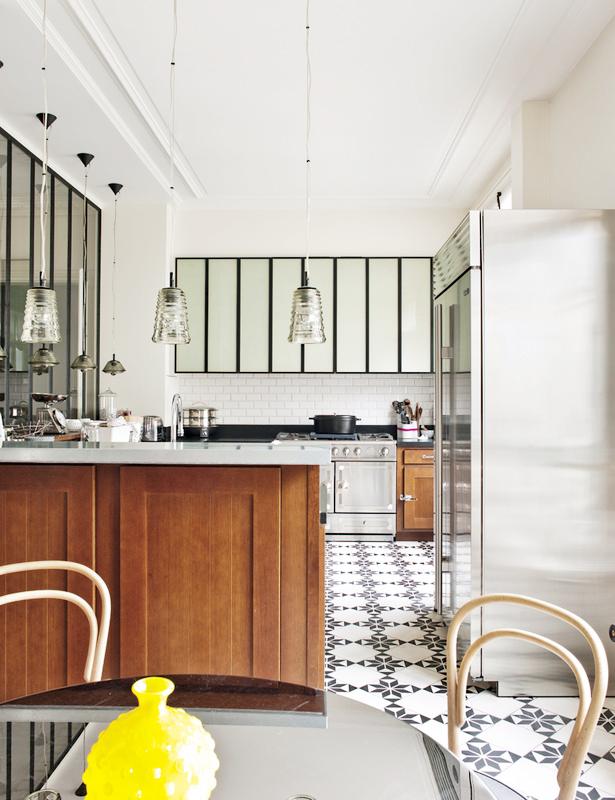 The plumed nest parisian eclectic house tour - Losas de cocina ...