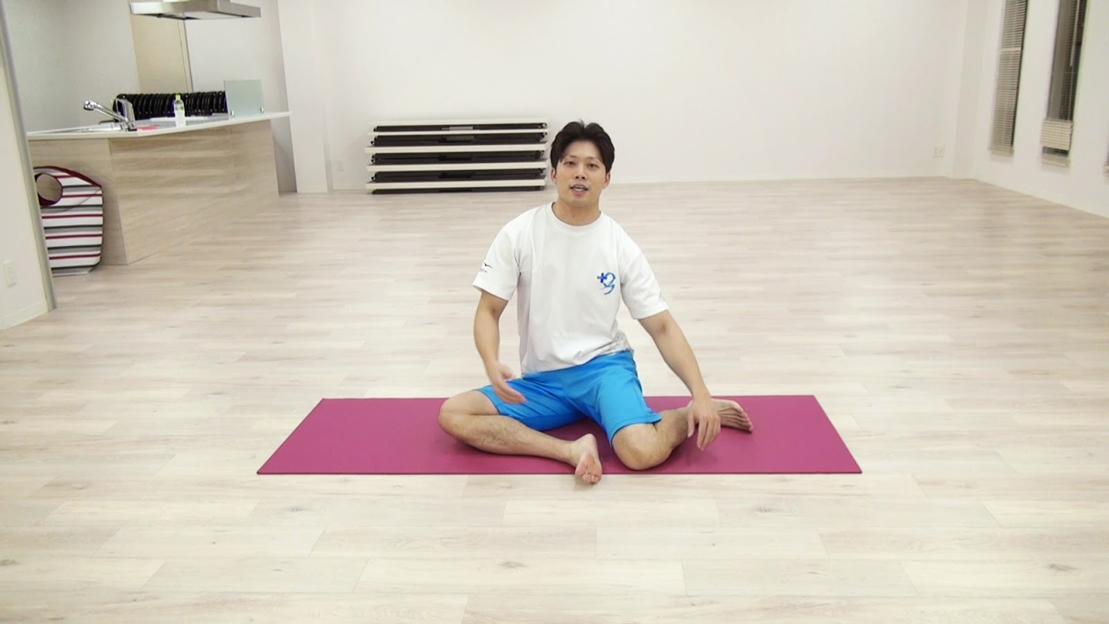 股関節をほぐす運動