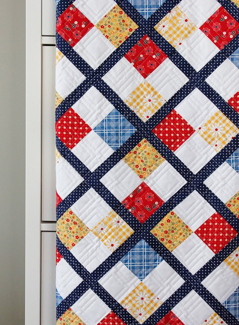 Quilt Pattern For 9 Fat Quarters : A Bright Corner: Five Fat Quarter Fun - Preppy Quilt Pattern