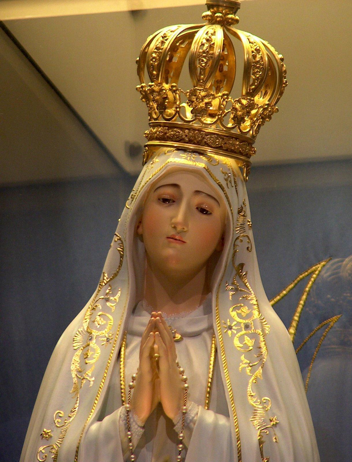 the evolution of la virgen de La ville de séville, en andalousie,  s'étalant sur deux places : la plaza virgen de los reyes et la plaza del triunfo.