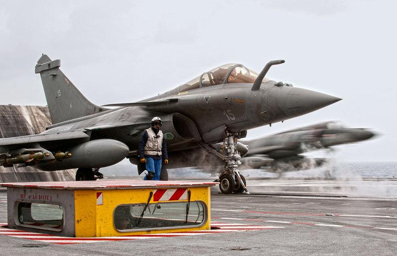 marine et aéronavale Rafale+and+SEM+on+the+catapults.