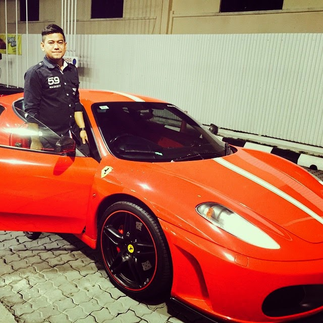 Ferrari merah Azlan The Typewriter