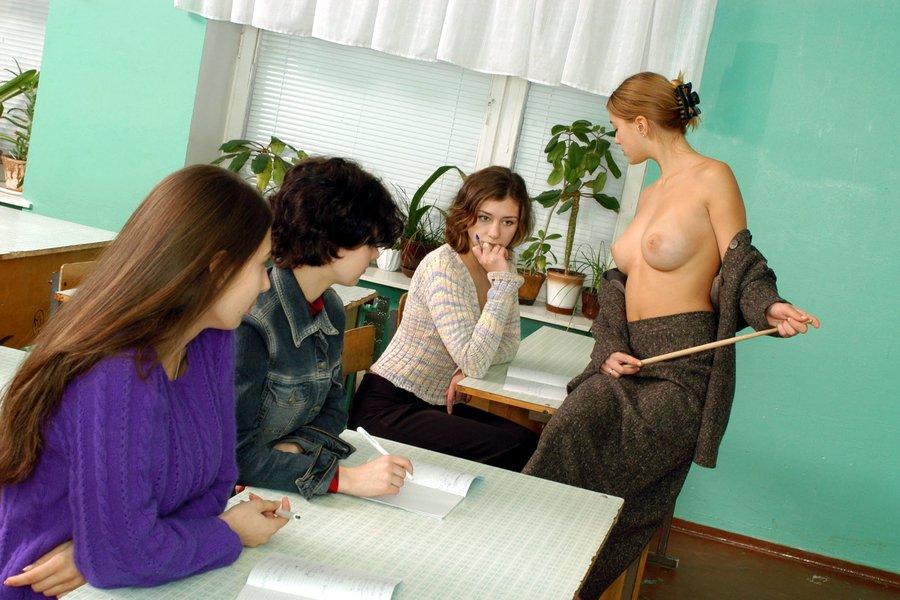 голая учительница в классе при учениках фото