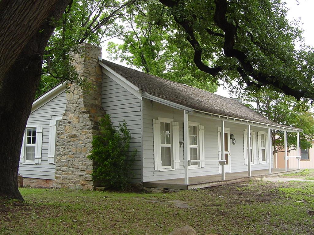 Blog cabin village the cottage on crestline gets a for Texas cottage