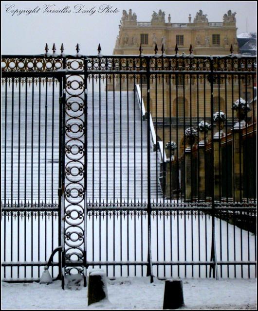 Versaillesdailyphoto blog l 39 escalier des cent marches - Escalier helicoidal diametre 100 ...