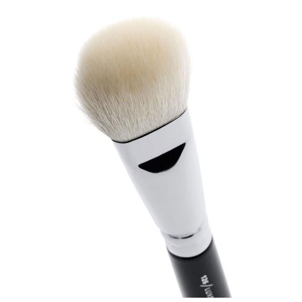 http://www.bekamakeup.com/es/product/zoeva-brocha-para-polvos-126-luxe-cheek-finish
