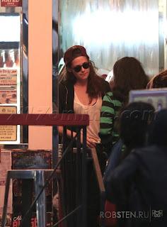 Kristen Stewart - Imagenes/Videos de Paparazzi / Estudio/ Eventos etc. - Página 31 127847-48b09-67335066-m750x740-u7dd9b